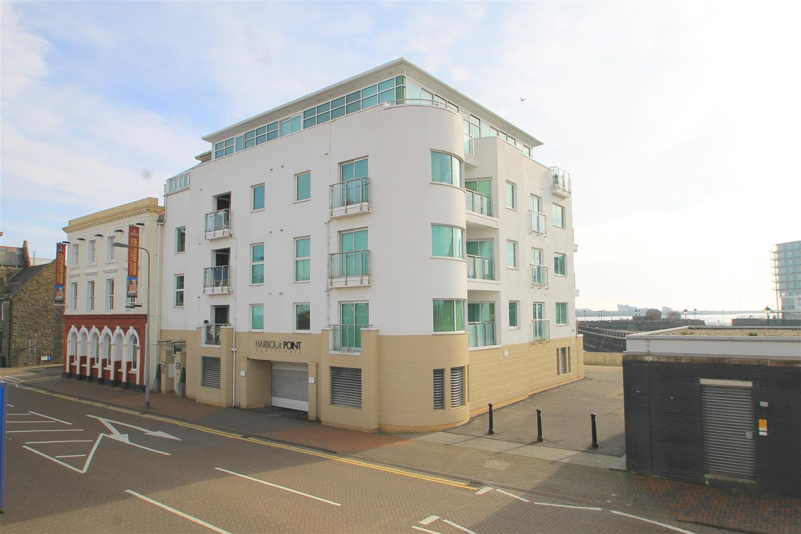 2 Bedrooms Property for sale in Harbour Point, Cardiff Bay